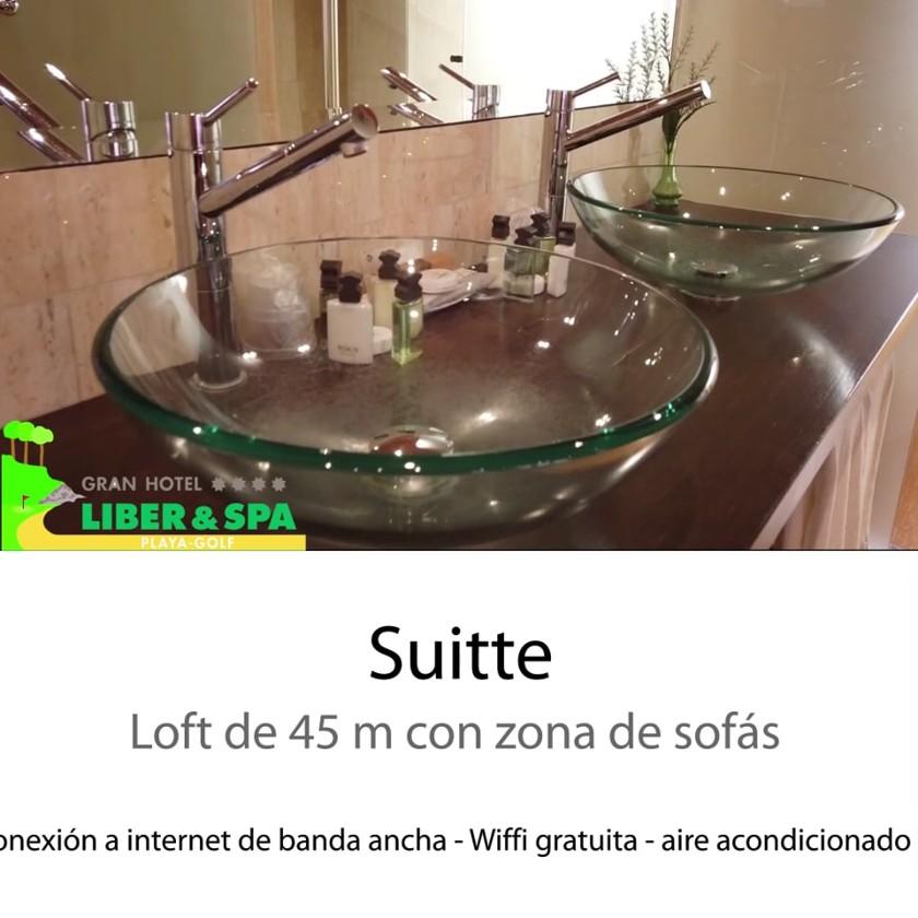 Una habitación del Hotel Liber Spa de Noja, Cantabria en formato cuadrado para redes sociales